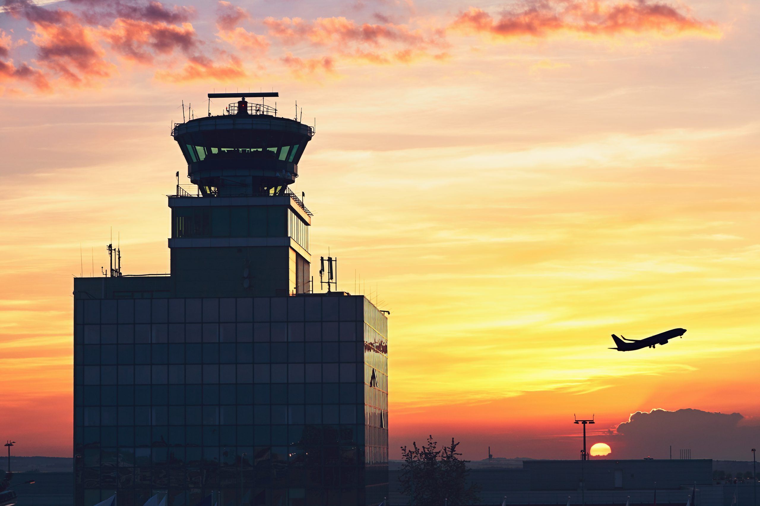 Asigurarea răspunderii civile a proprietarilor aeroporturilor și serviciilor aeriene